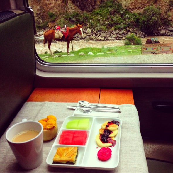 Desayuno on a train
